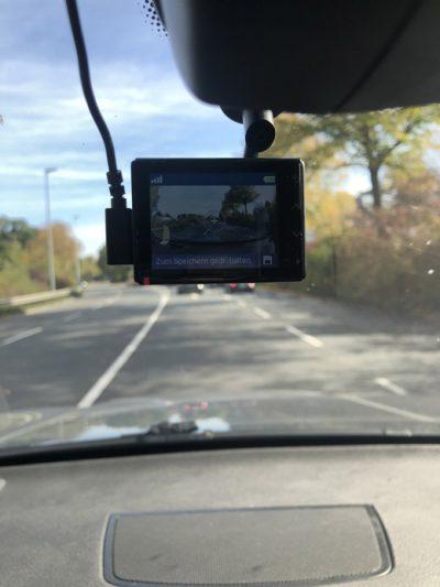 Garmin Dashcam während der Fahrt