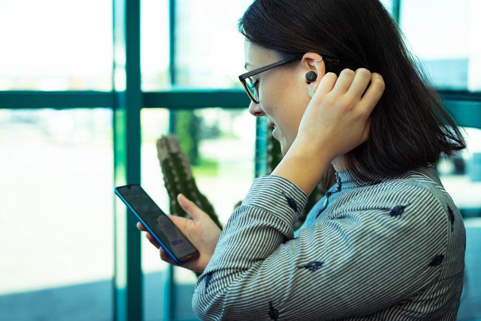 Musik hören mit den Nokia True Wireless Earbuds