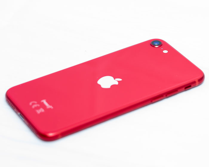 iPhone SE 2020 in rot
