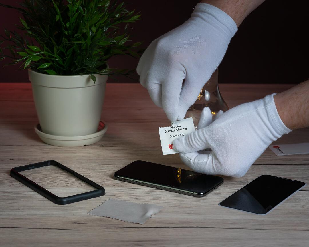 Display des Smartphones reinigen