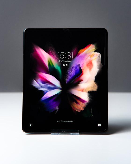Galaxy Z Fold3 5G Display